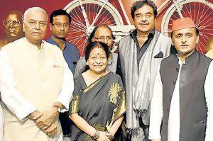 Shatrughan Sinha, Yashwant Sinha share dais with SP president Akhilesh Yadav
