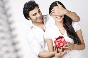 gift-couple-romance