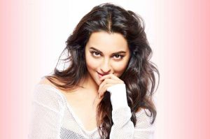 Sonakshi-Sinha-Hot-Eye