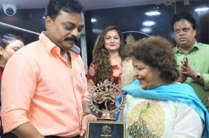 Shripad-Nilesh-Appa-Paradkar-&-Cine-Dancers'-Association's-Brand-Ambassador-Saroj-Khan-at-Cine-Dancers'-Association's-new-office-launch